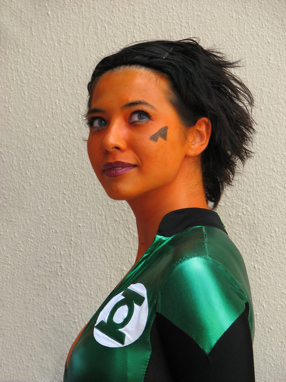 A beautiful girl in orange makeup and green costume at Dragoncon 2008 : Free Stock Photo