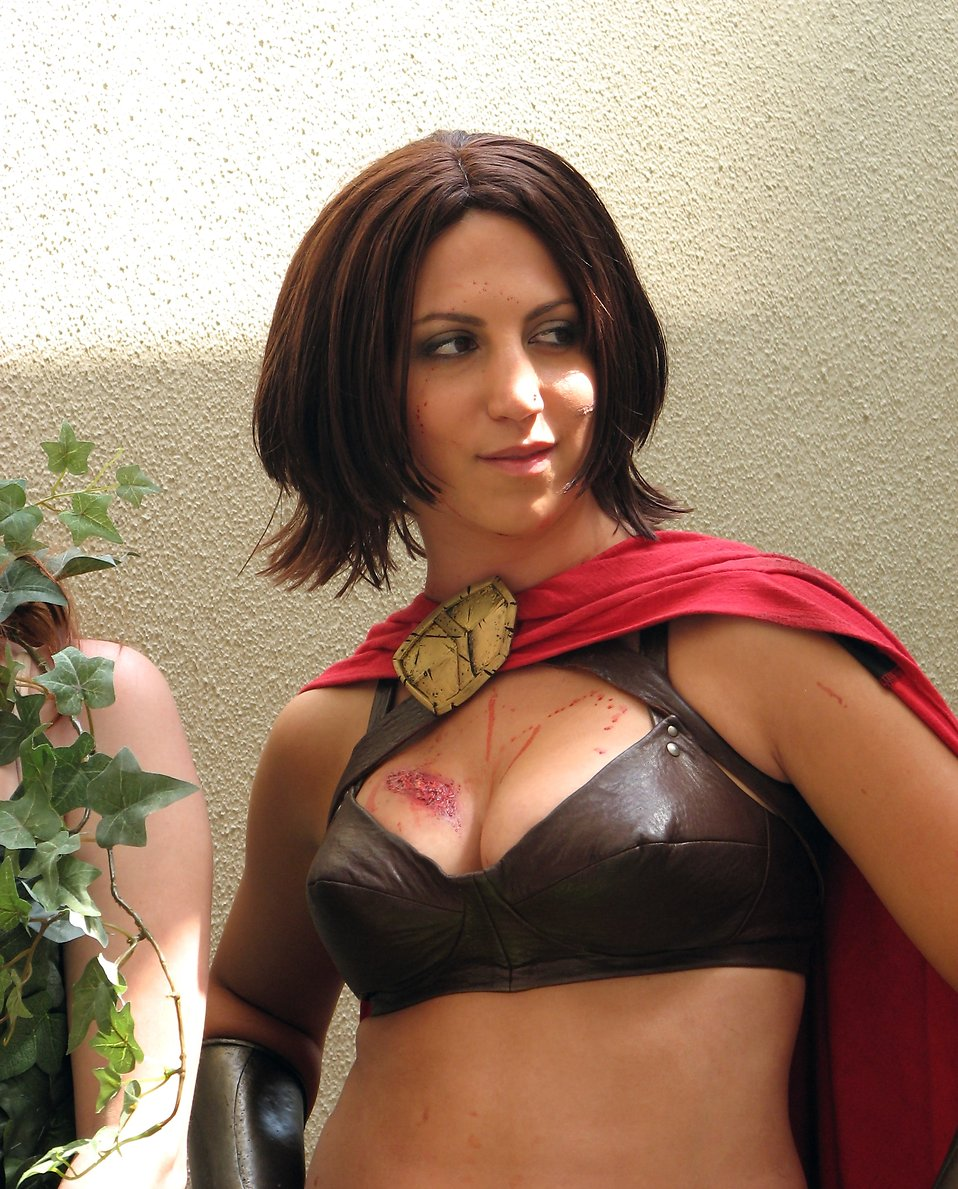 Beautiful girl in a warrior costume at Dragoncon 2008 : Free Stock Photo