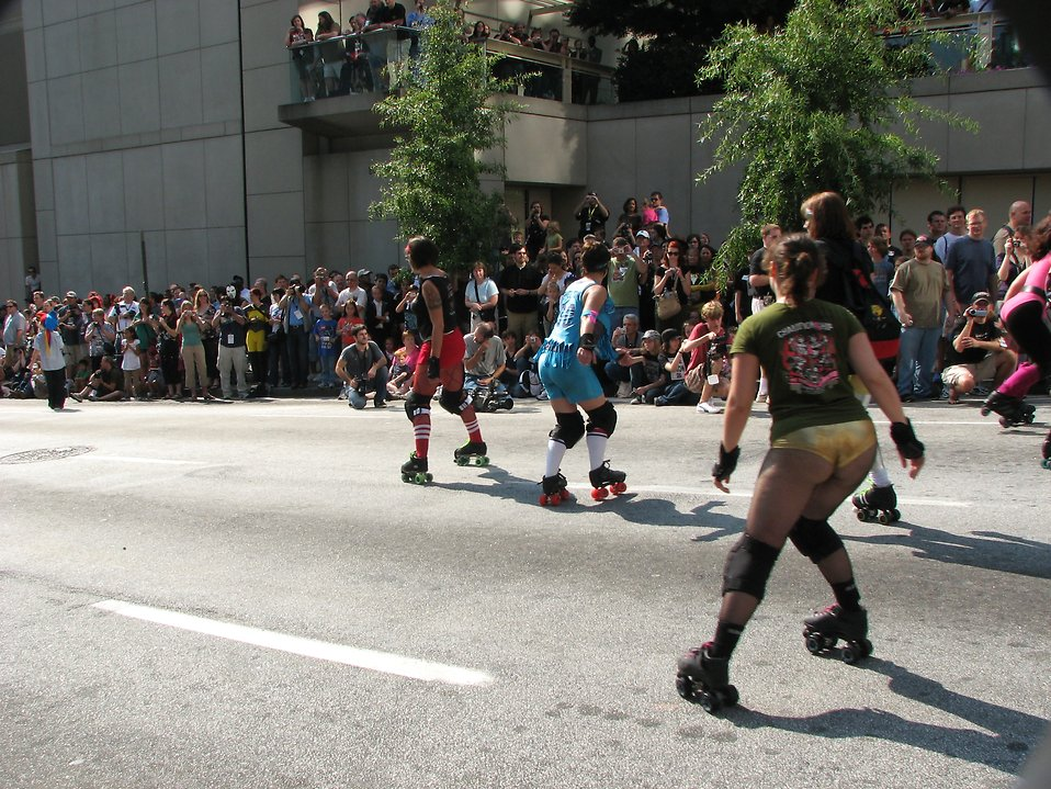 Girls roller skating in the 2008 Dragoncon parade : Free Stock Photo