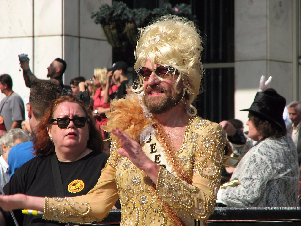 Man in drag in the 2008 Dragoncon parade : Free Stock Photo