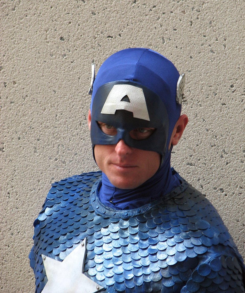 Portrait of a man in Captain America costume at Dragoncon 2008 : Free Stock Photo