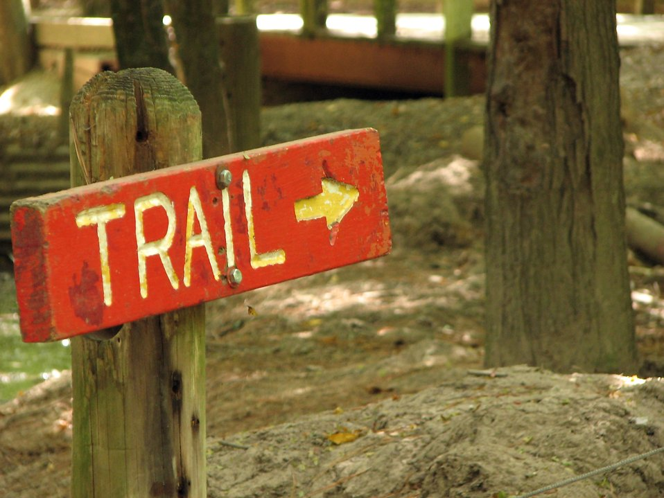 Closeup of a red trail marker sign : Free Stock Photo