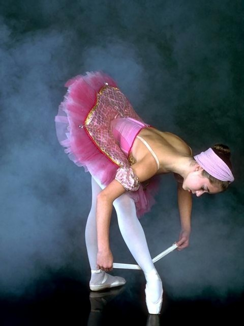 A ballerina tying her slipper : Free Stock Photo