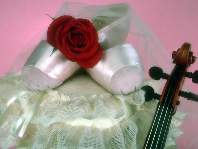 Ballet slippers with a red rose and a violin : Free Stock Photo