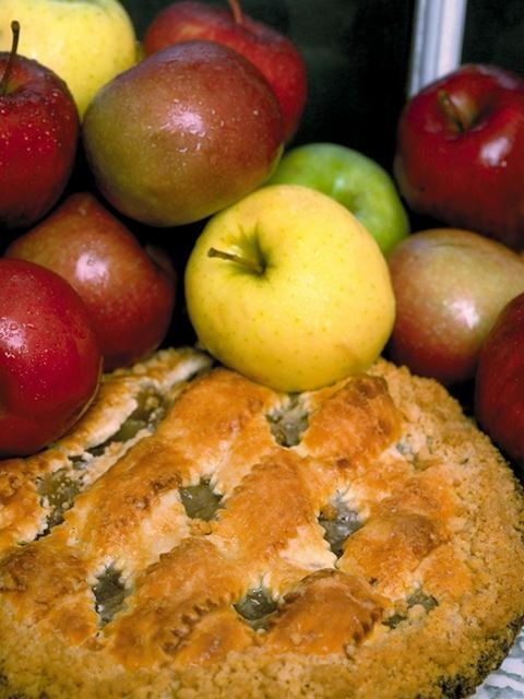 Close-up of apples and an apple pie : Free Stock Photo