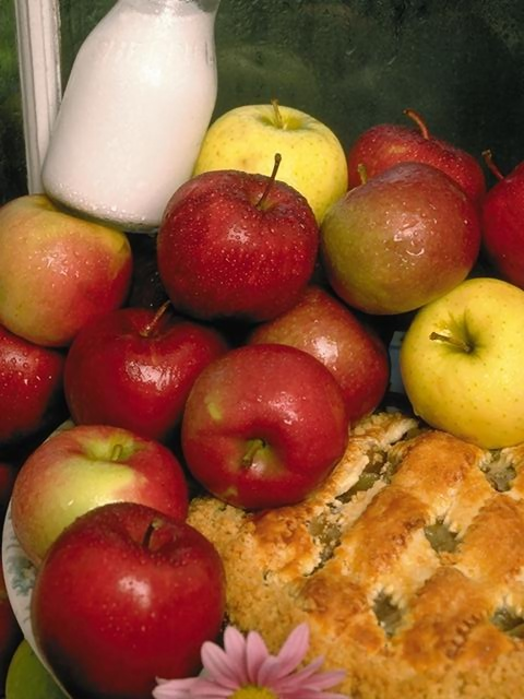 Apples and apple pie display : Free Stock Photo