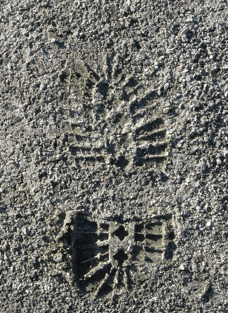 Closeup of a shoe print in sand : Free Stock Photo