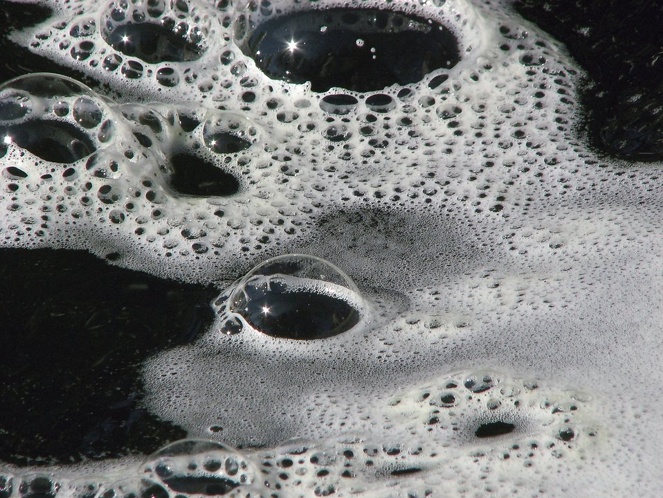 Closeup of bubbles on water : Free Stock Photo