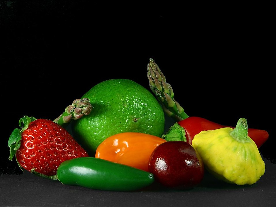 A small group of mixed fruits and vegetables : Free Stock Photo