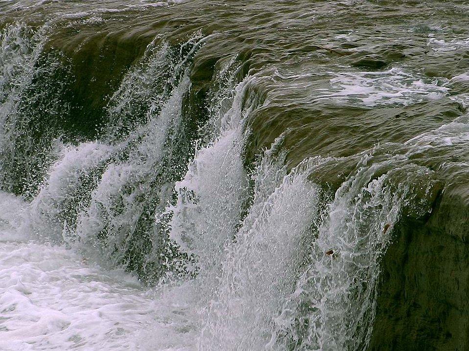 A small waterfall : Free Stock Photo