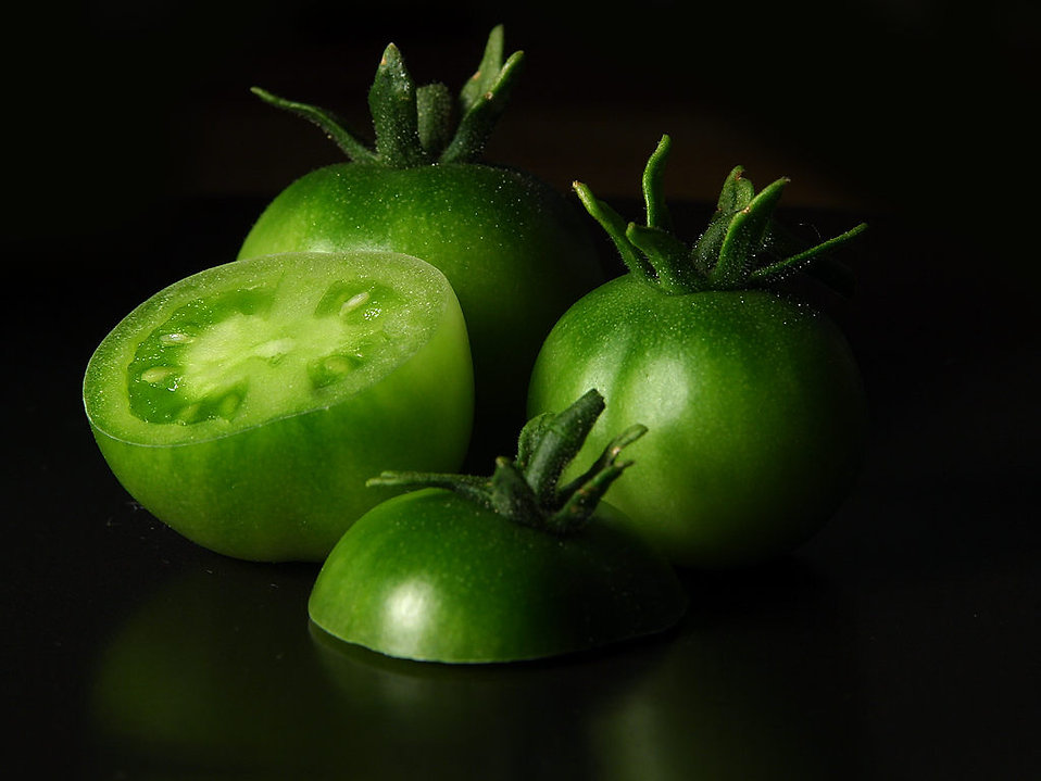 Isolated green tomatoes : Free Stock Photo
