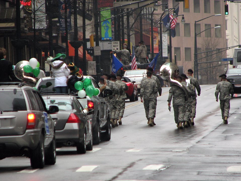 A military marching band in the 2009 Atlanta Saint Patricks Day Parade : Free Stock Photo