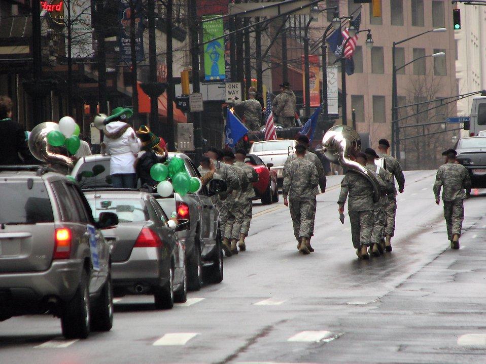 A military marching band in the 2009 Atlanta Saint Patricks Day Parade : Free Stock Photo