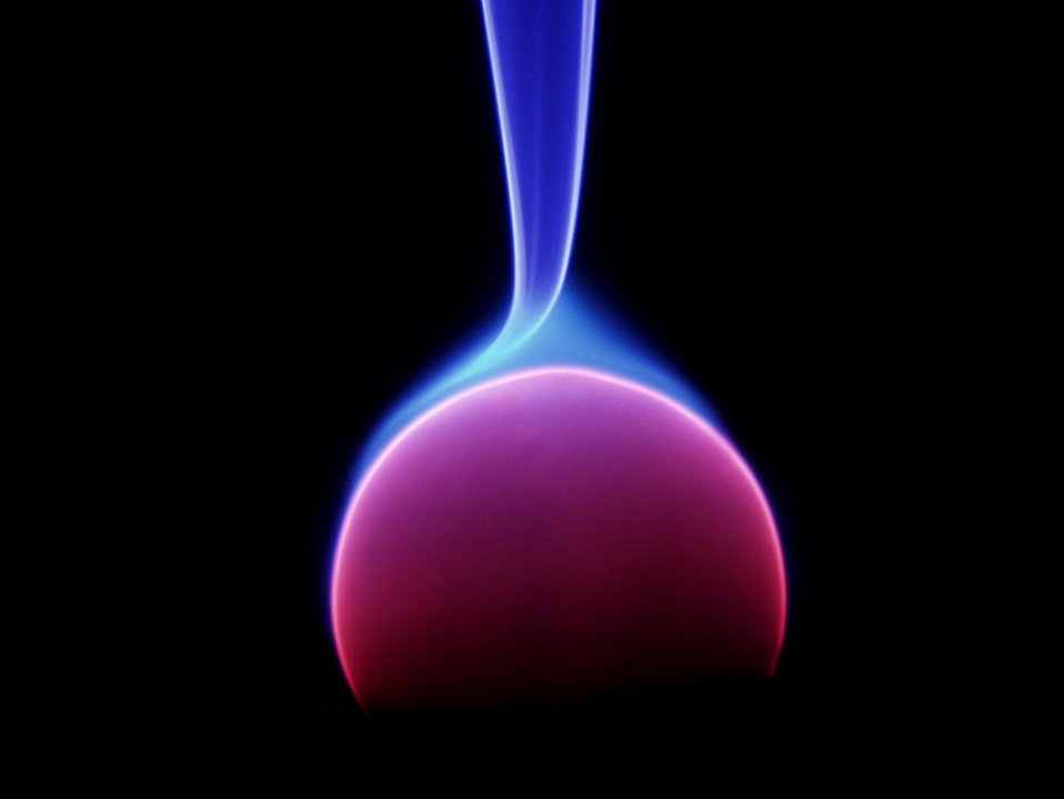 Closeup of an energy arc on black background : Free Stock Photo