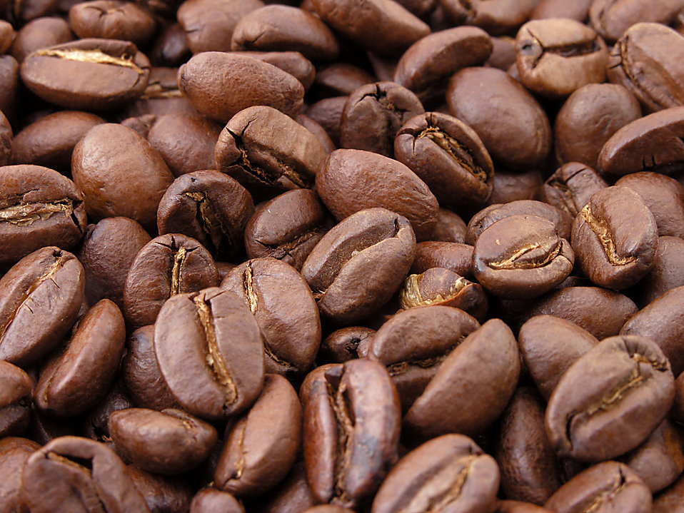 Close-up of roasted coffee beans : Free Stock Photo