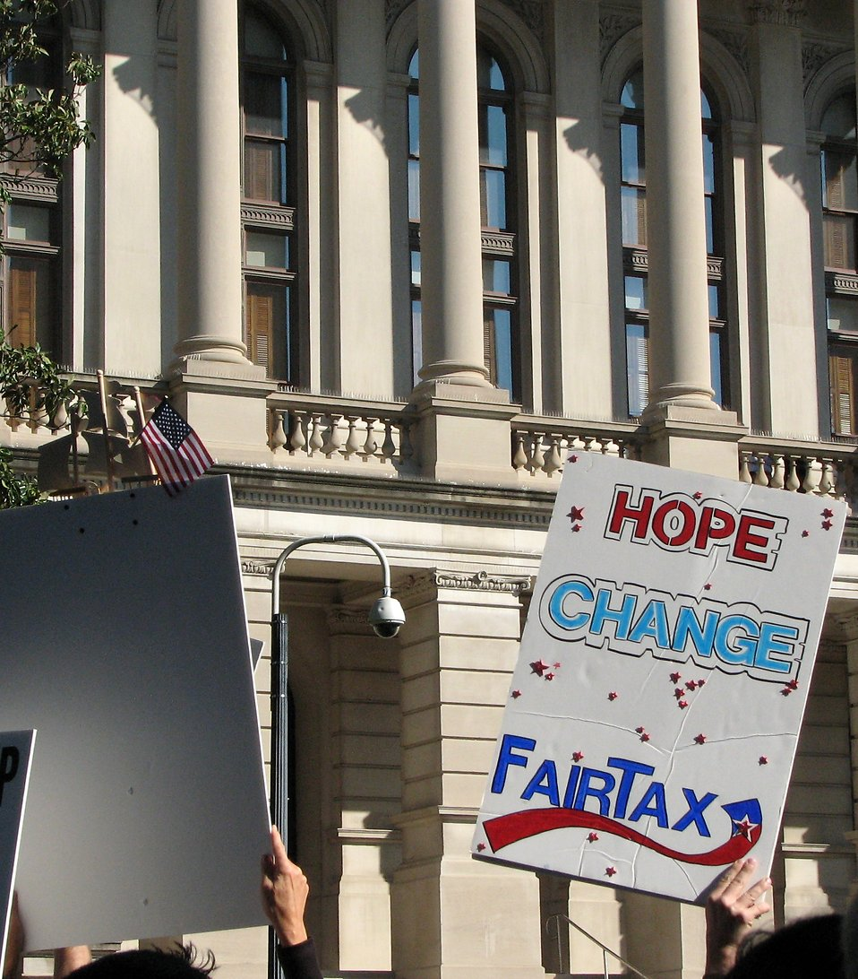 Protest flags and signs in front of the State Capitol building at the 2009 tax day tea party in Atlanta, Georgia : Free Stock Photo