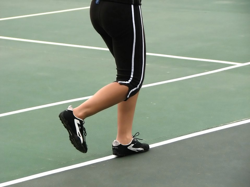 Closeup of a girls legs running on a tennis court : Free Stock Photo
