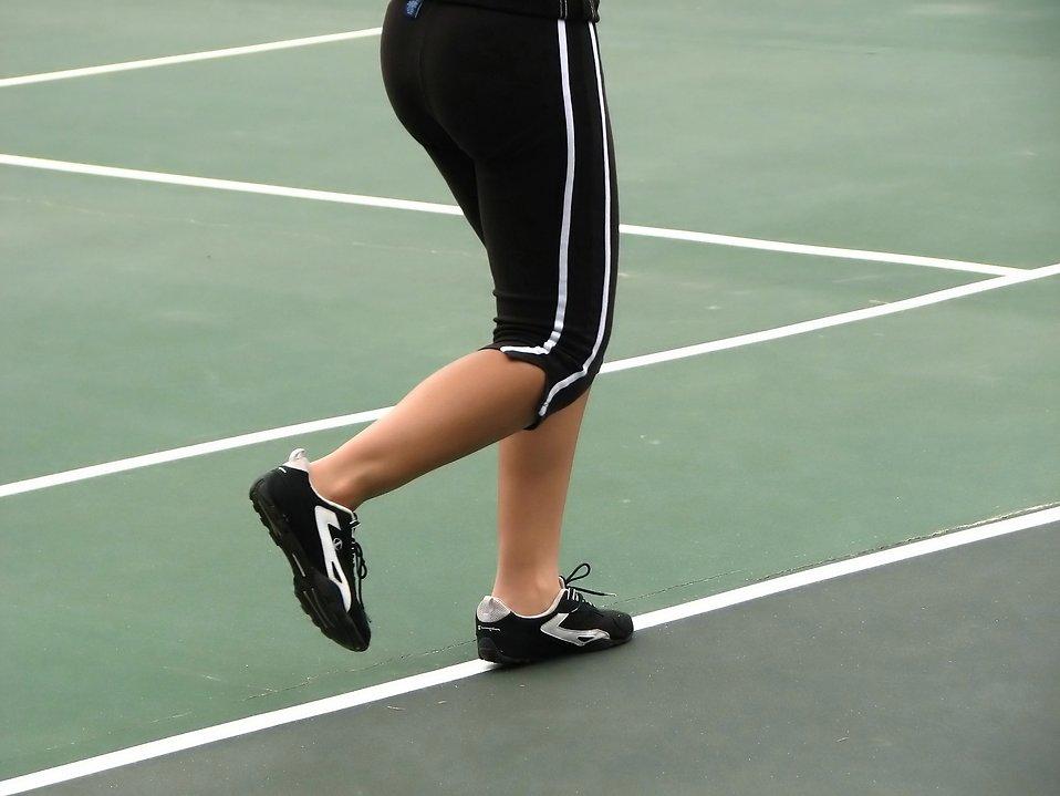 Closeup of a girls legs running on a tennis court : Free Stock Photo