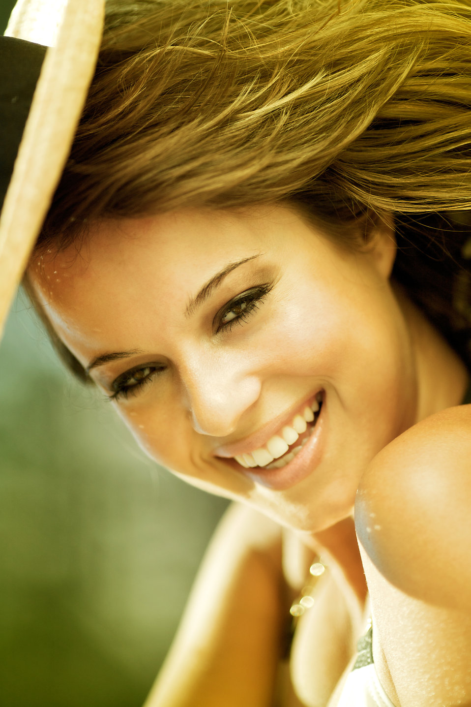 Close-up portrait of a beautiful woman smiling.