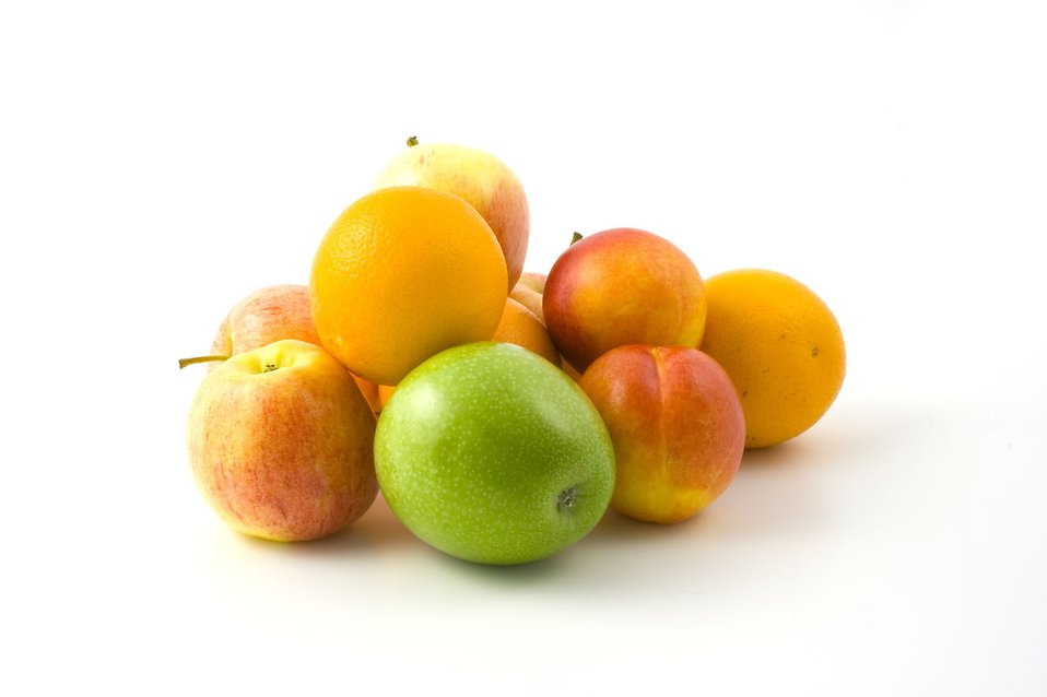 A pile of oranges, apples and peaches isolated with a white background : Free Stock Photo