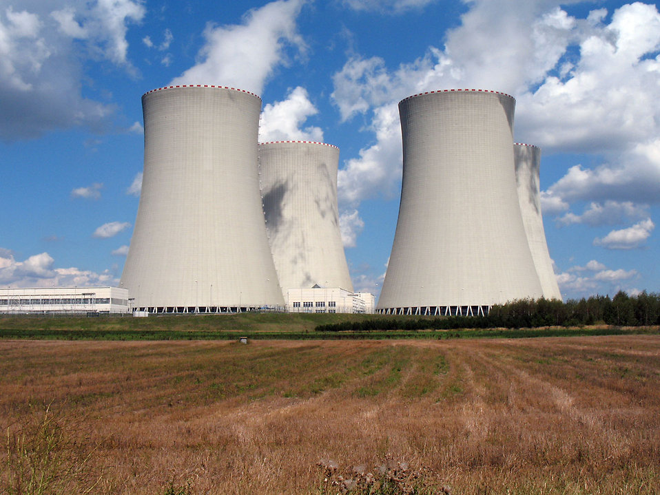 Nuclear cooling towers : Free Stock Photo