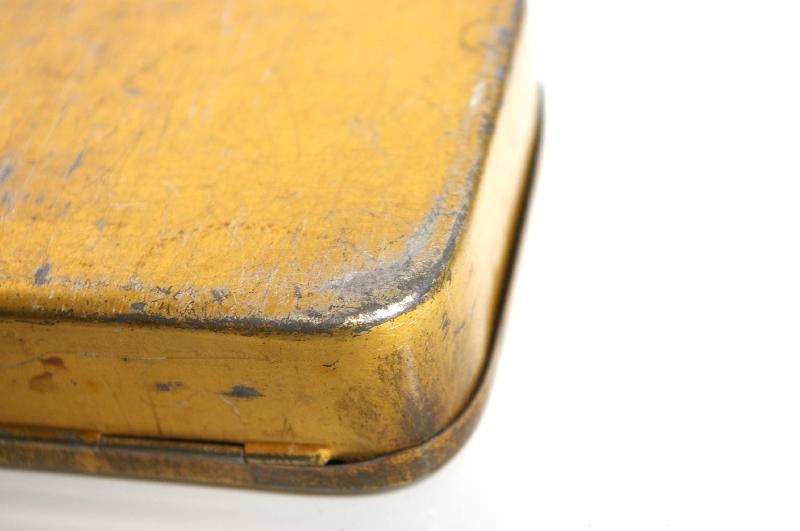 Close-up corner of a yellow metal box : Free Stock Photo