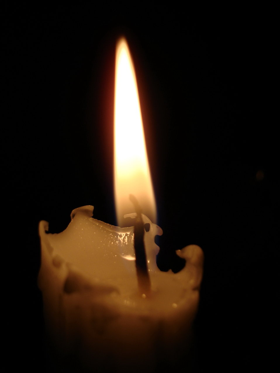 Close-up of a white candle burning : Free Stock Photo