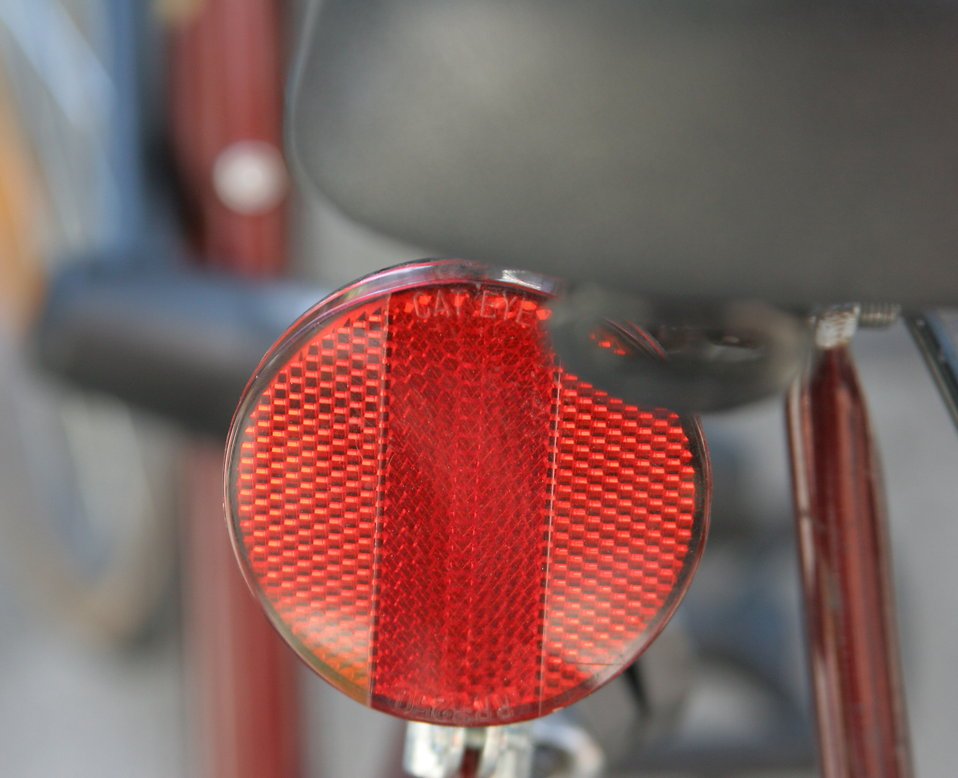 Close-up of a red bike reflector : Free Stock Photo