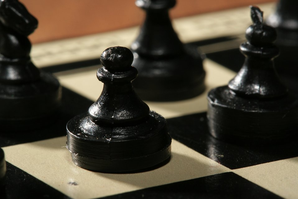 Close-up of a black chess pawn : Free Stock Photo