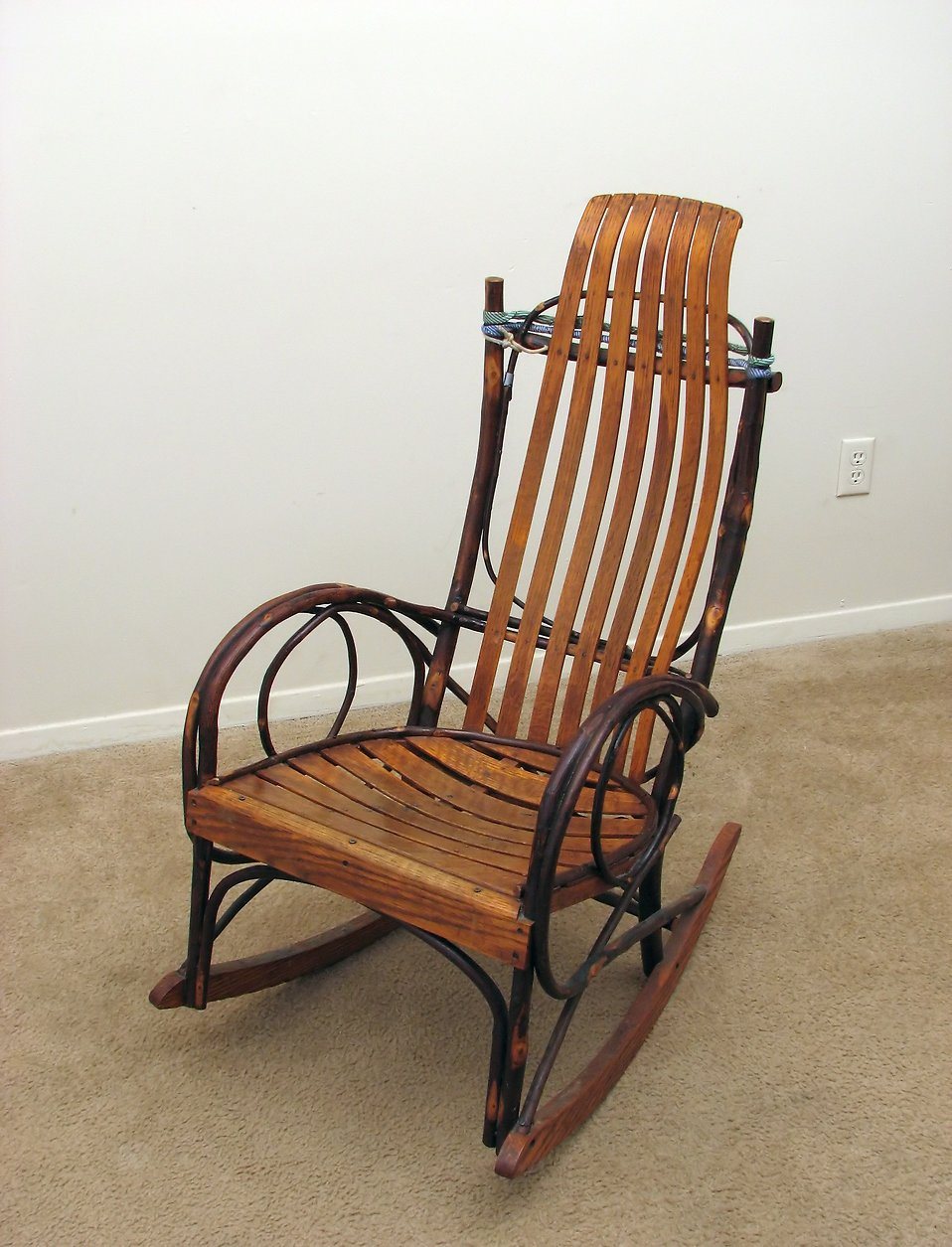 An old wooden rocking chair : Free Stock Photo