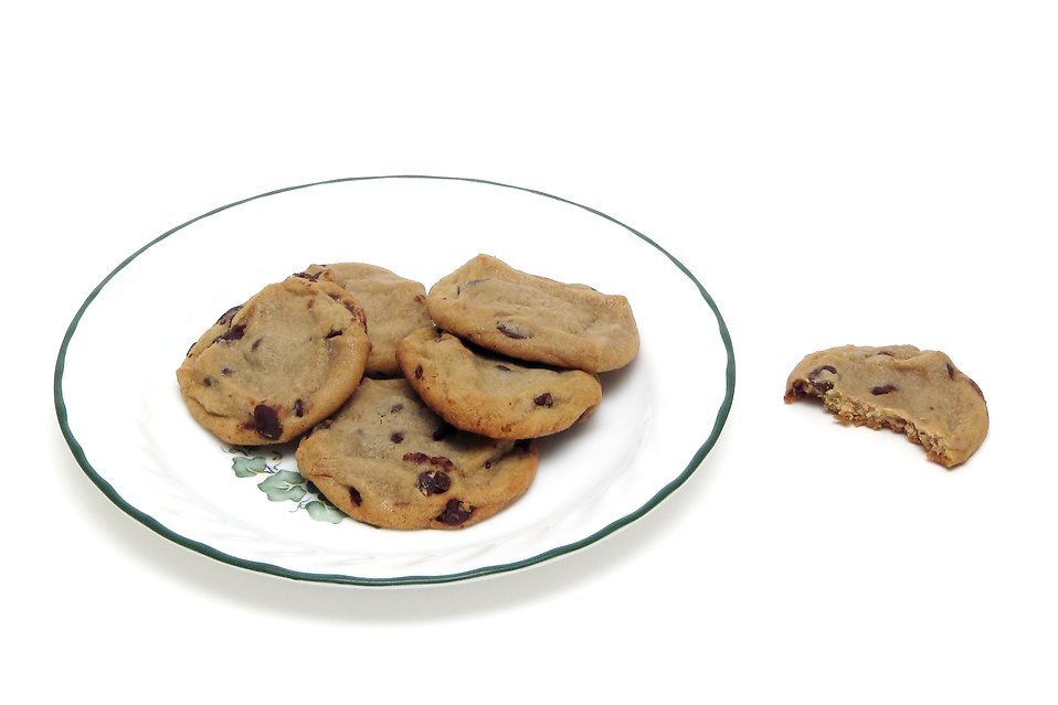 Chocolate chip cookies on a plate : Free Stock Photo