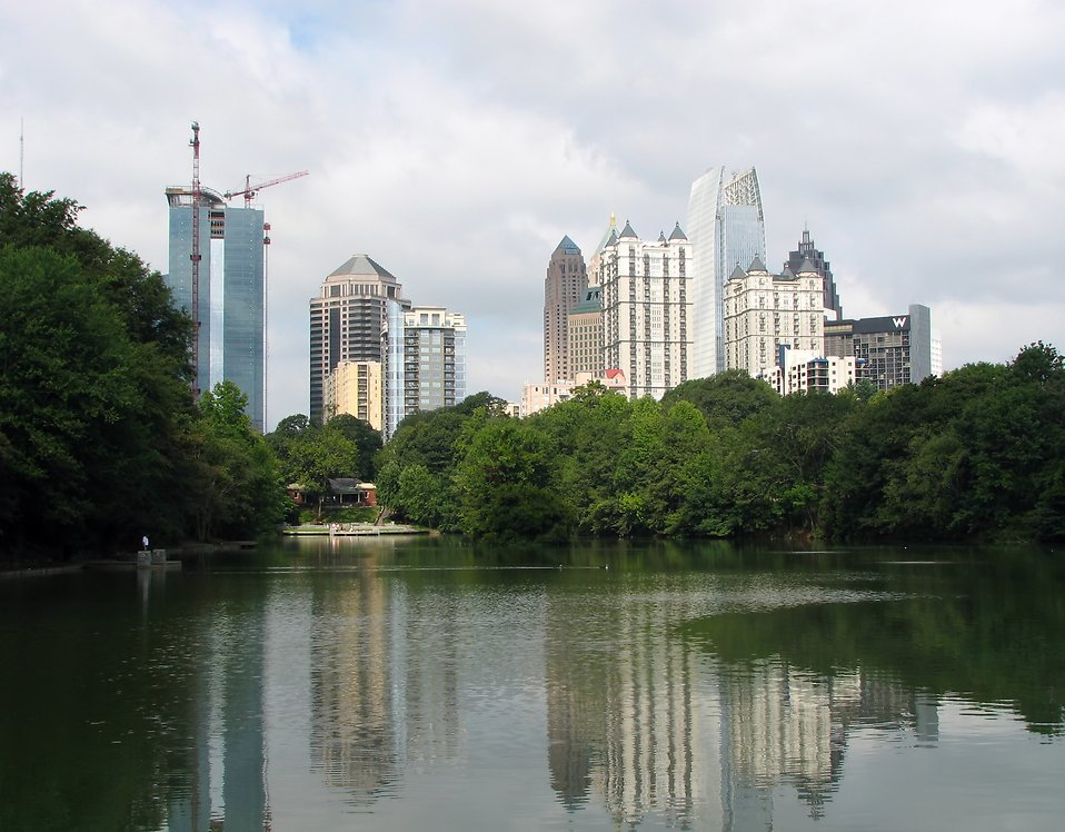 Atlanta skyline view with a lake : Free Stock Photo