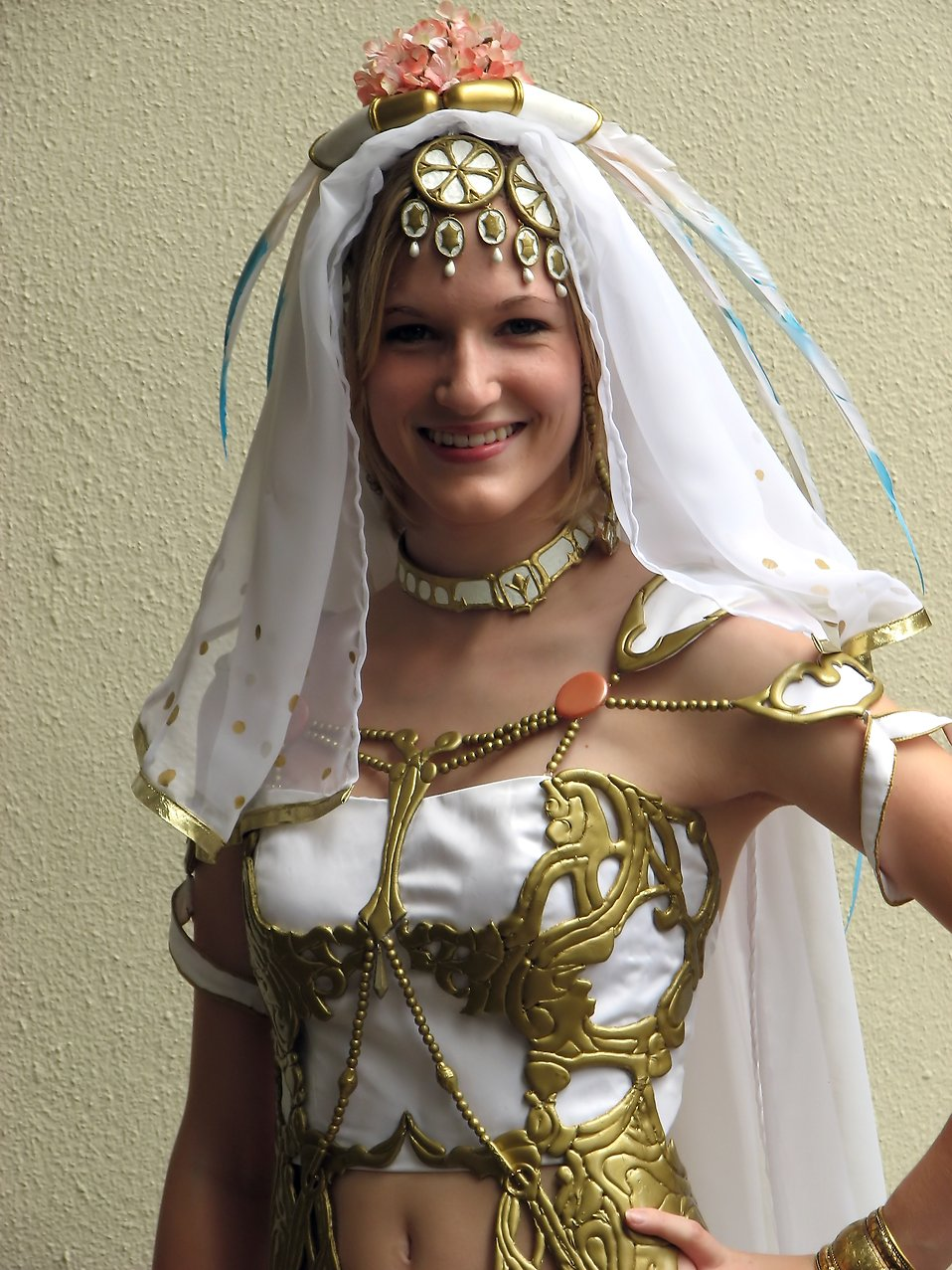 A beautiful girl in a costume at Dragoncon 2009 in Atlanta, Georgia : Free Stock Photo