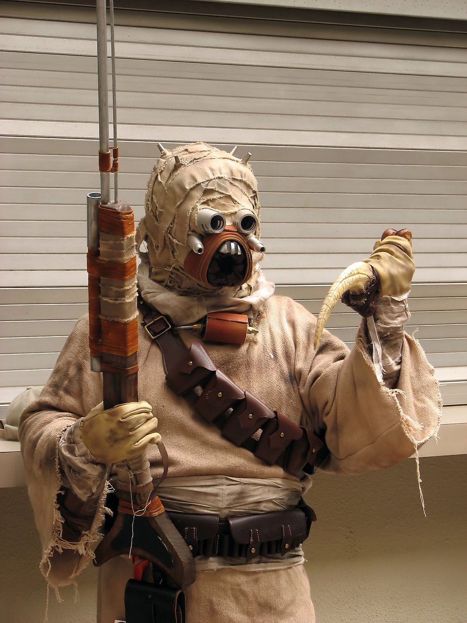 A Tusken Raider costume at Dragoncon 2009 in Atlanta, Georgia : Free Stock Photo