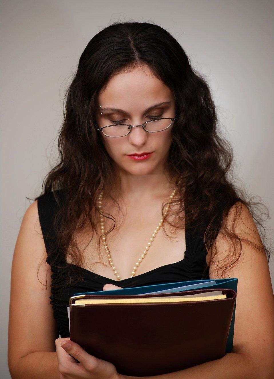 A beautiful business woman holding folders : Free Stock Photo
