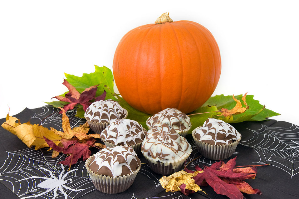 Halloween cupcakes with a pumpkin : Free Stock Photo