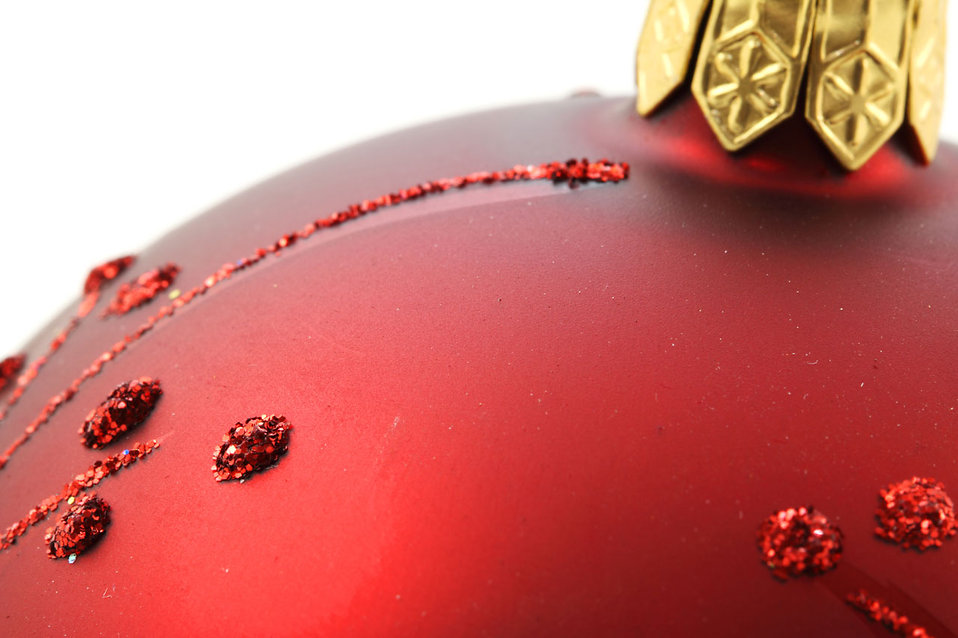 Close-up of a red Christmas ornament : Free Stock Photo