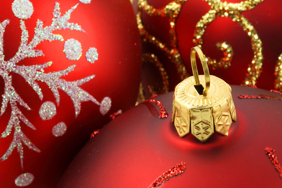 Close-up of red Christmas ornaments : Free Stock Photo