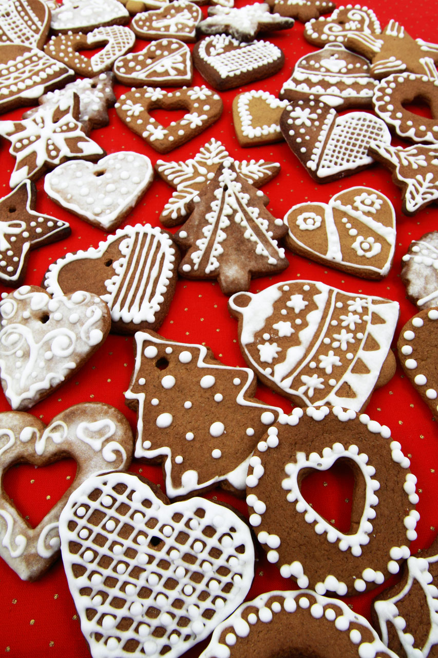 Christmas shaped gingerbread cookies : Free Stock Photo