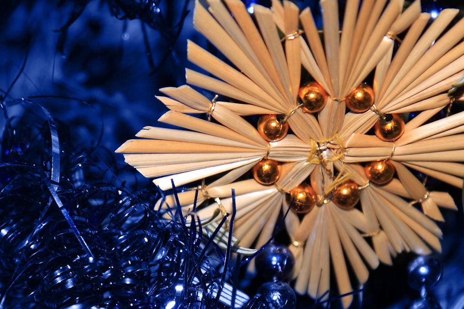 A straw Christmas star decoration : Free Stock Photo