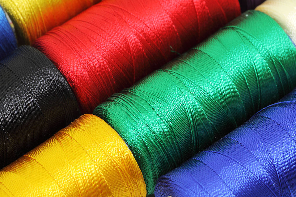 Spools of sewing thread : Free Stock Photo