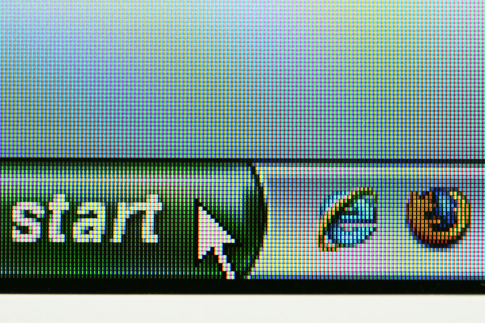 Windows start button on a computer screen : Free Stock Photo