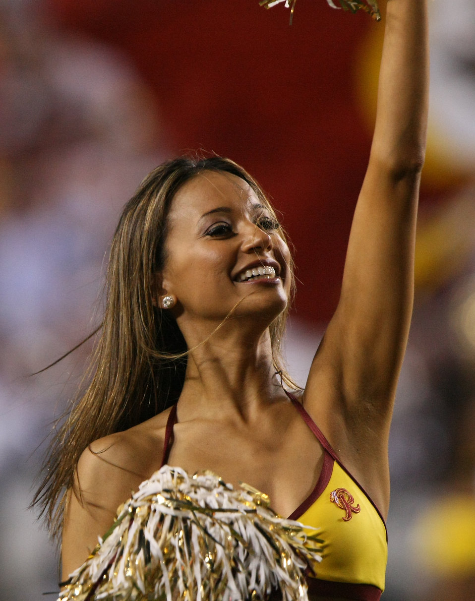 A Washington Redskins cheerleader : Free Stock Photo