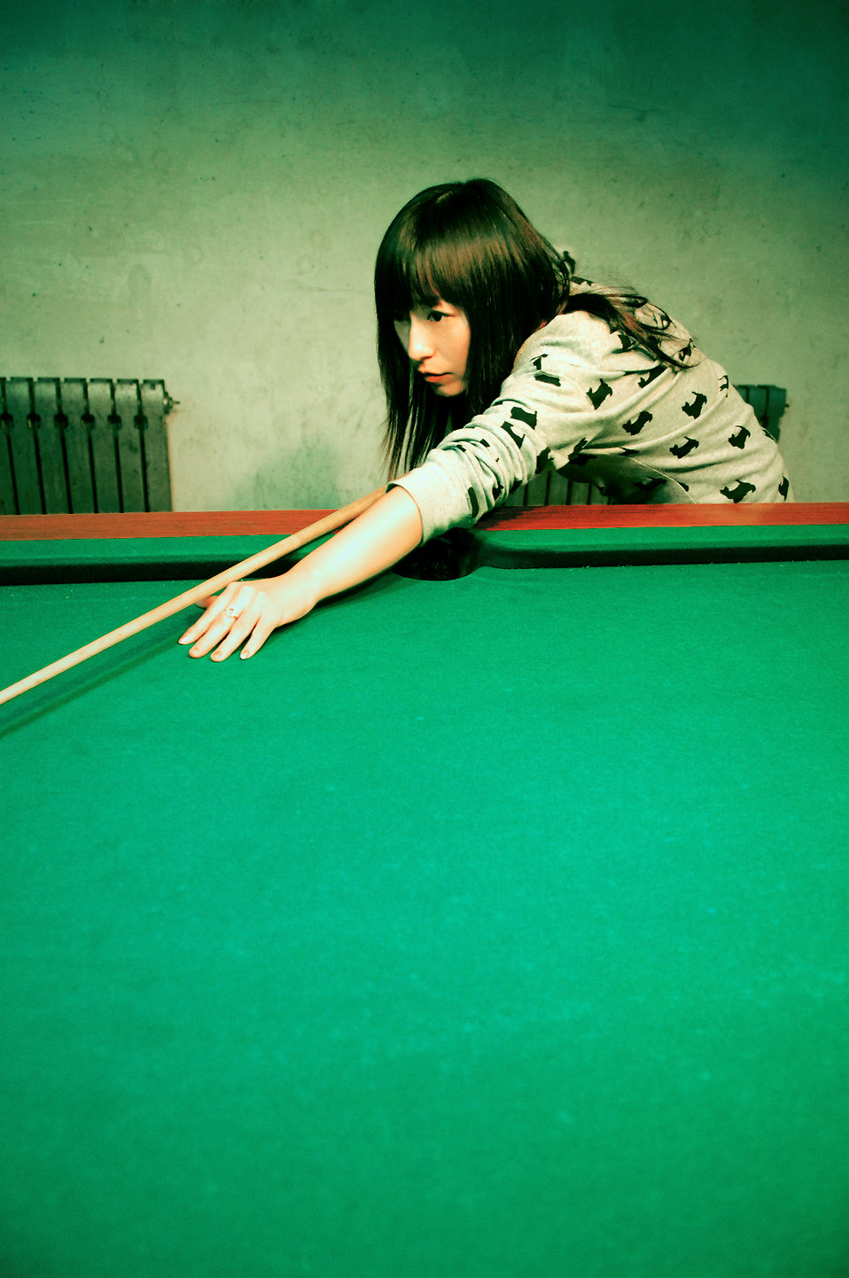 A beautiful Chinese girl playing pool : Free Stock Photo