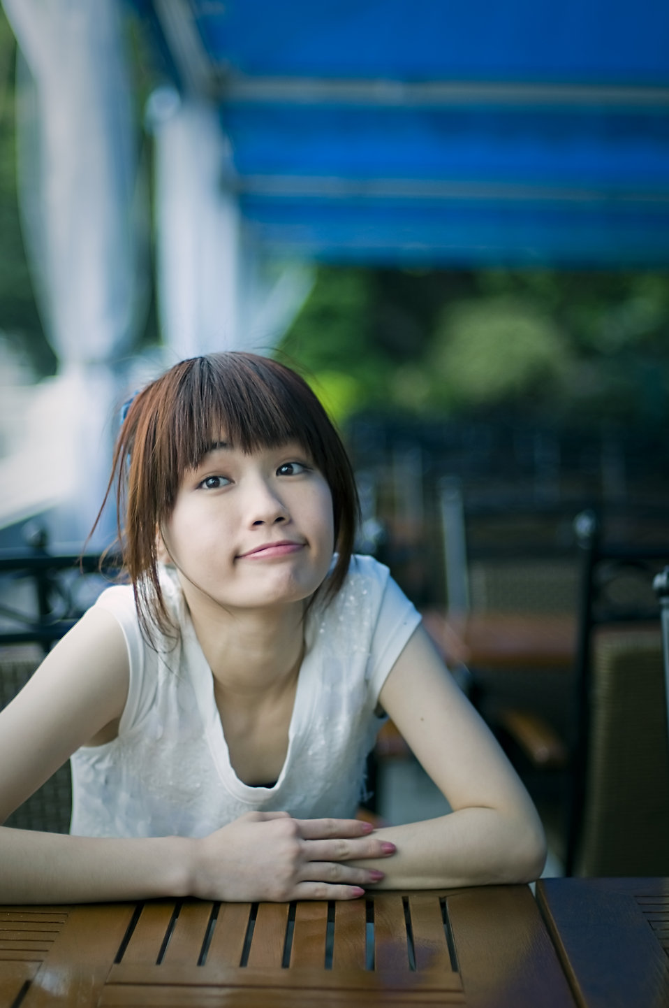 A beautiful Chinese girl posing : Free Stock Photo