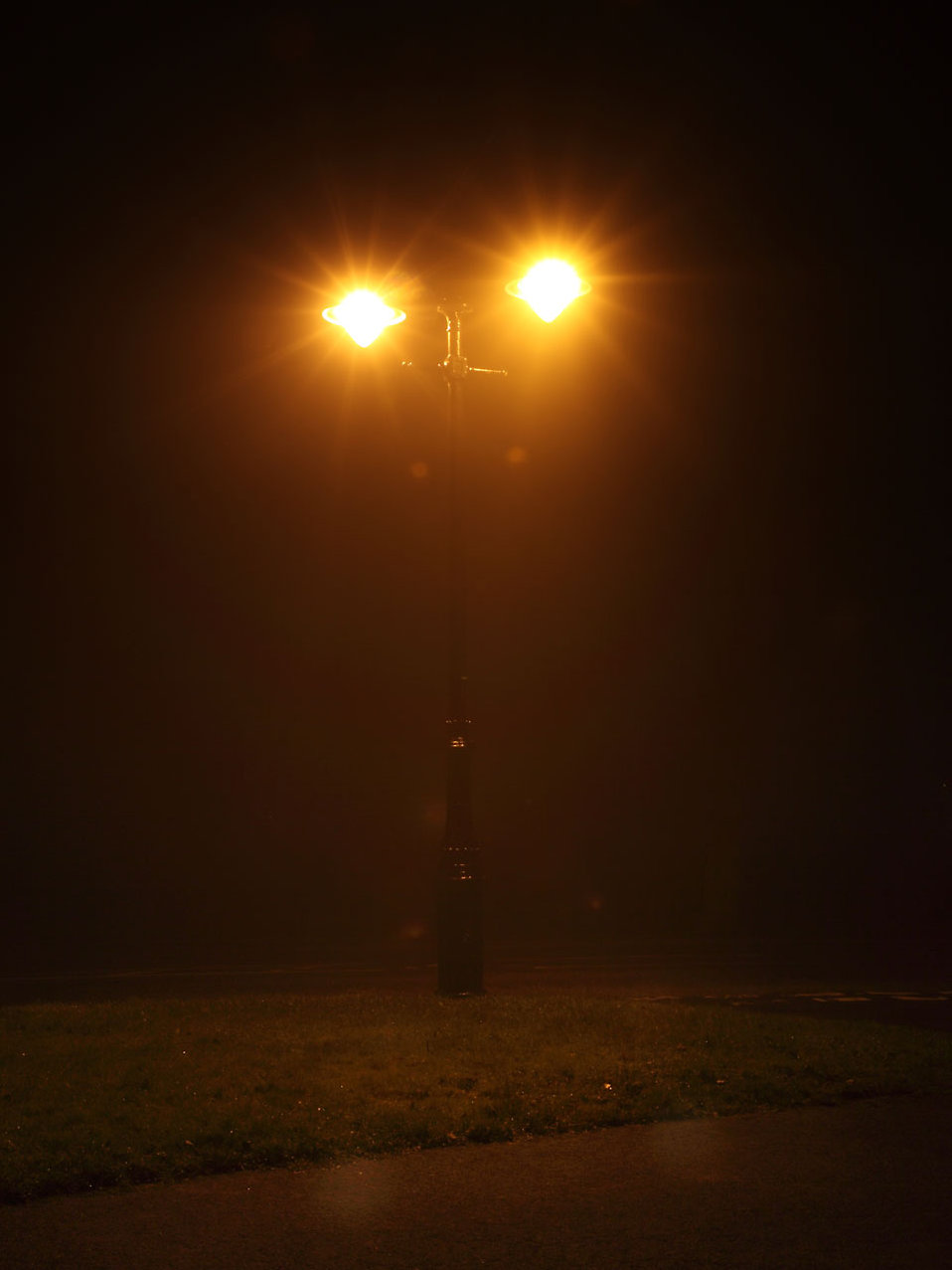 A street lamp shining on a foggy night : Free Stock Photo