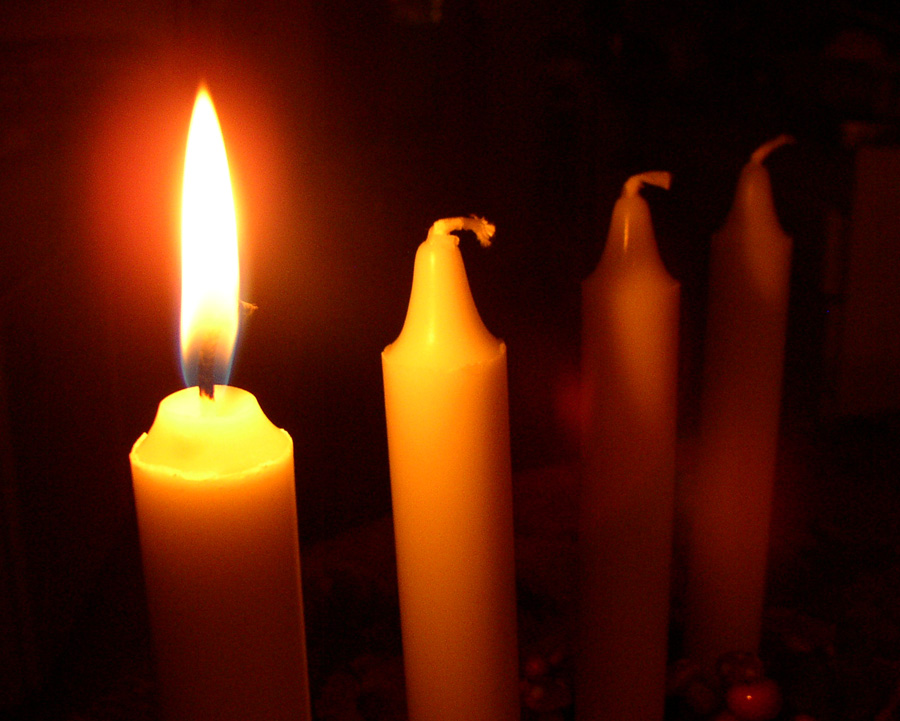 Close-up of a first lit advent candel : Free Stock Photo