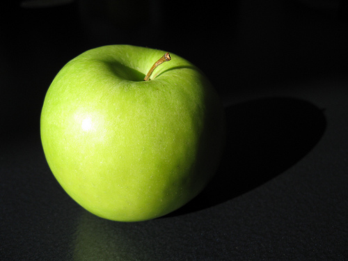 A green apple on a dark background : Free Stock Photo