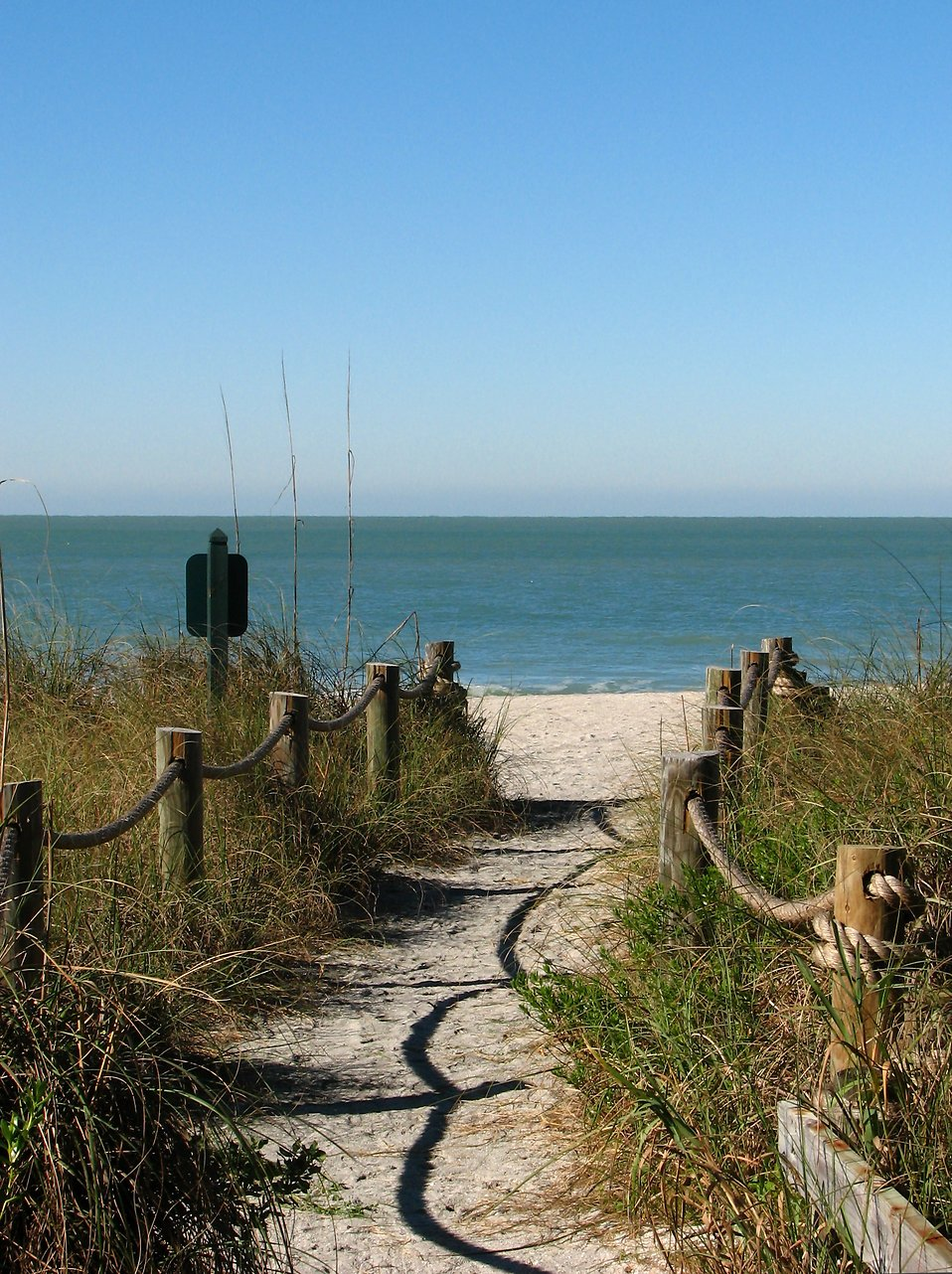 A path heading to the beach : Free Stock Photo