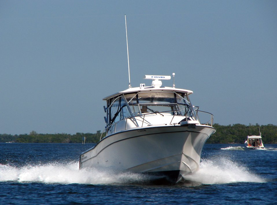A motor boat on the ocean : Free Stock Photo